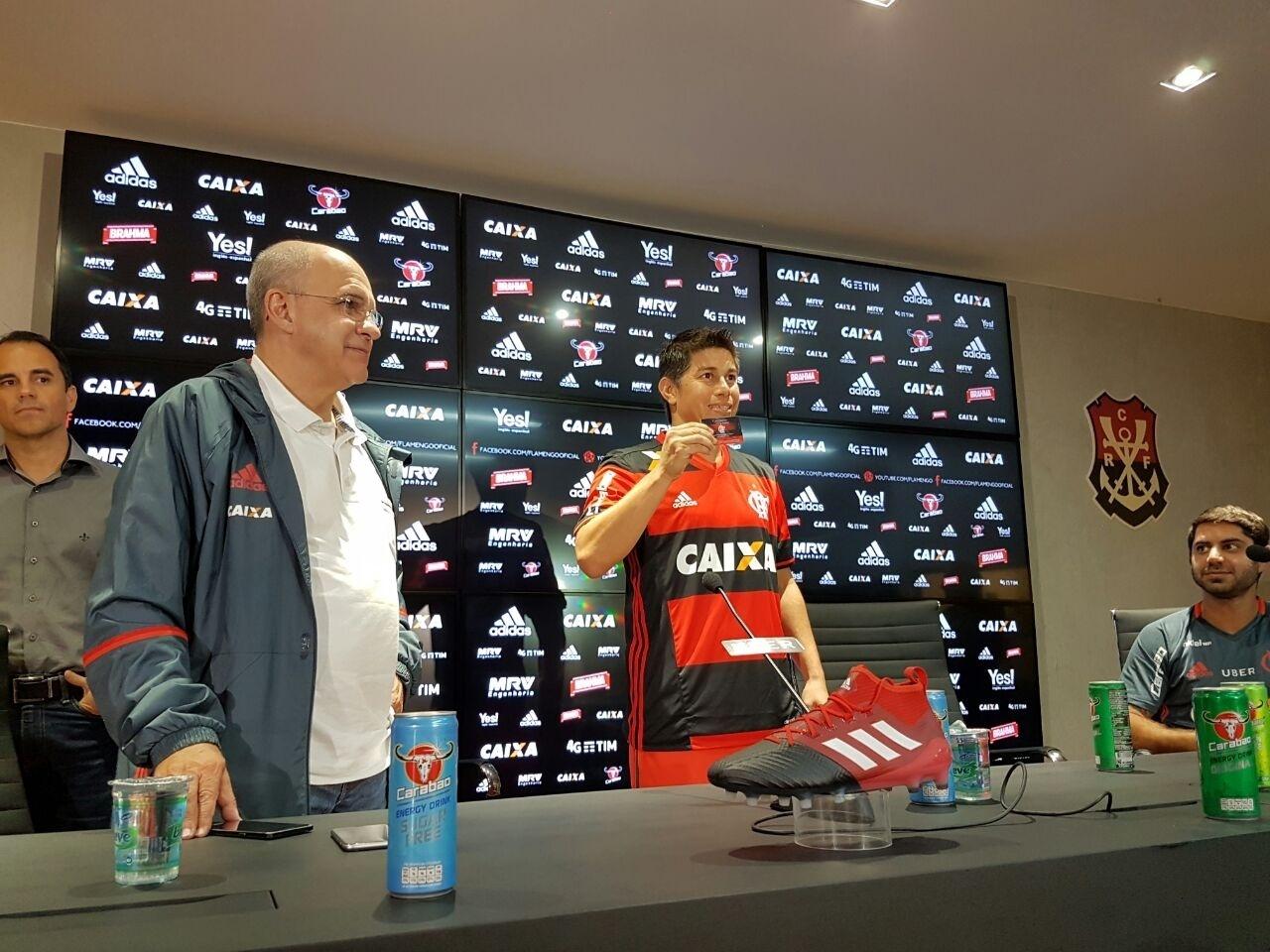 Conca é apresentado como reforço do Flamengo