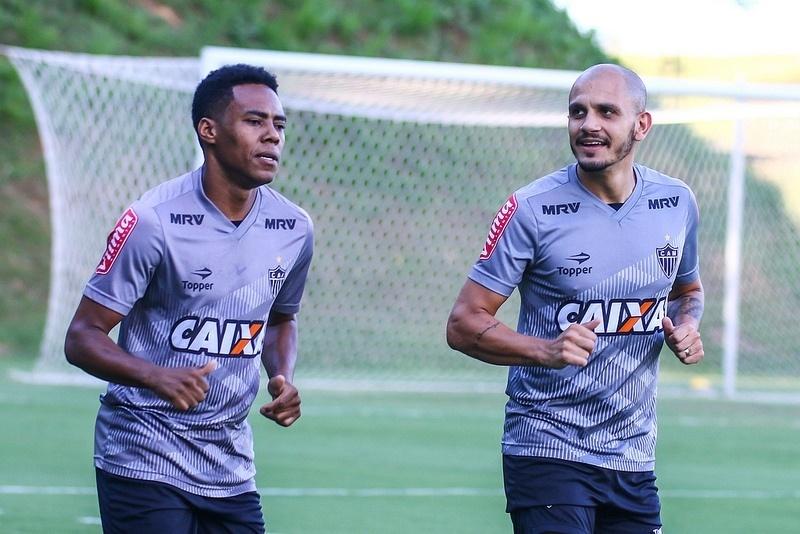 Elias e Fábio Santos jogaram recentemente pelo Corinthians e conversaram com Clayton