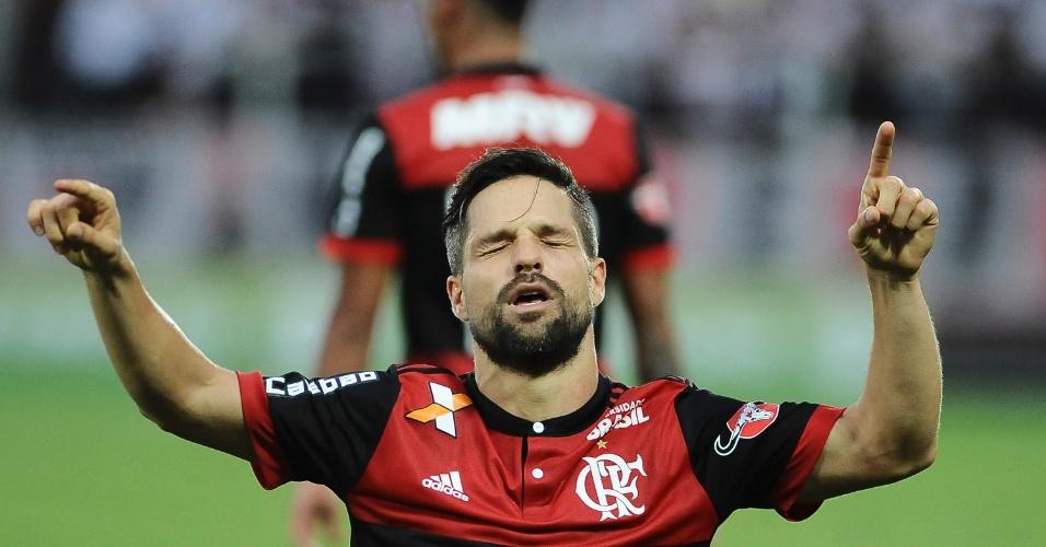 Diego comemora após marcar o segundo gol do Flamengo sobre o São Paulo na Ilha do Urubu