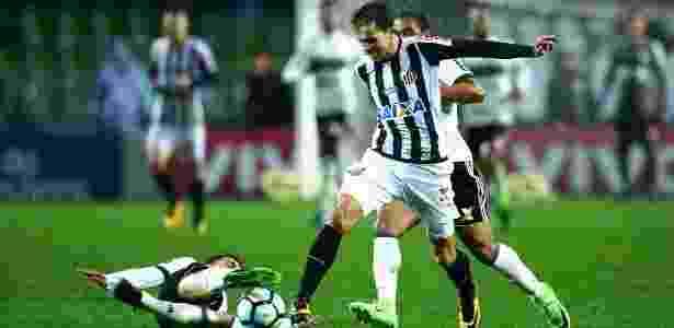 Atacante Nilmar esteve em campo apenas 39 minutos com a camisa do Santos  - Heuler Andrey/Dia Esportivo/Estadão Conteúdo