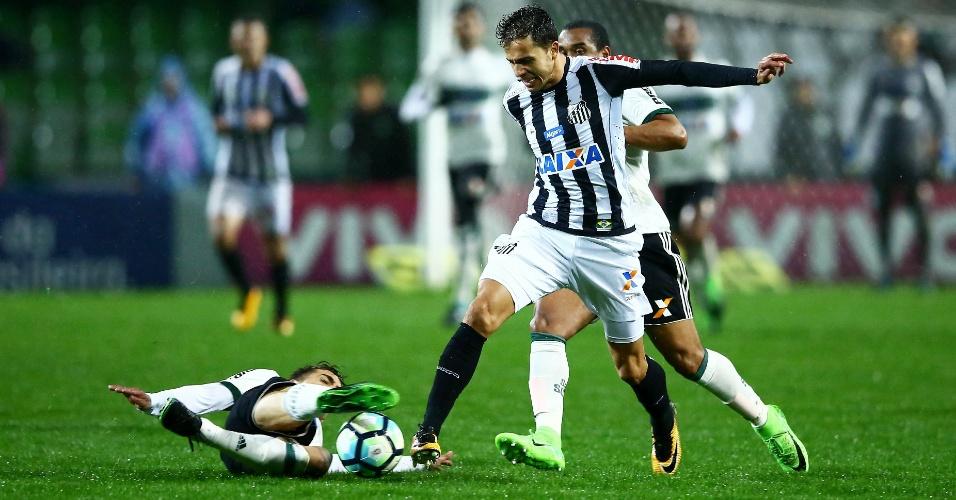 Nilmar em ação pelo Santos durante jogo contra o Coritiba