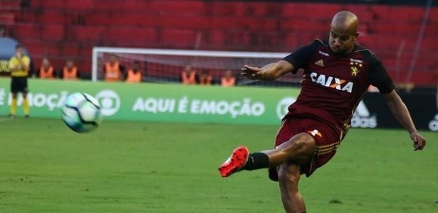 Volante deve ficar fora contra o Botafogo