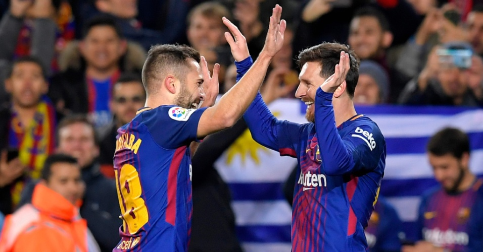 Jordi Alba e Messi comemoram gol do Barcelona contra o Celta, pela Copa do Rei