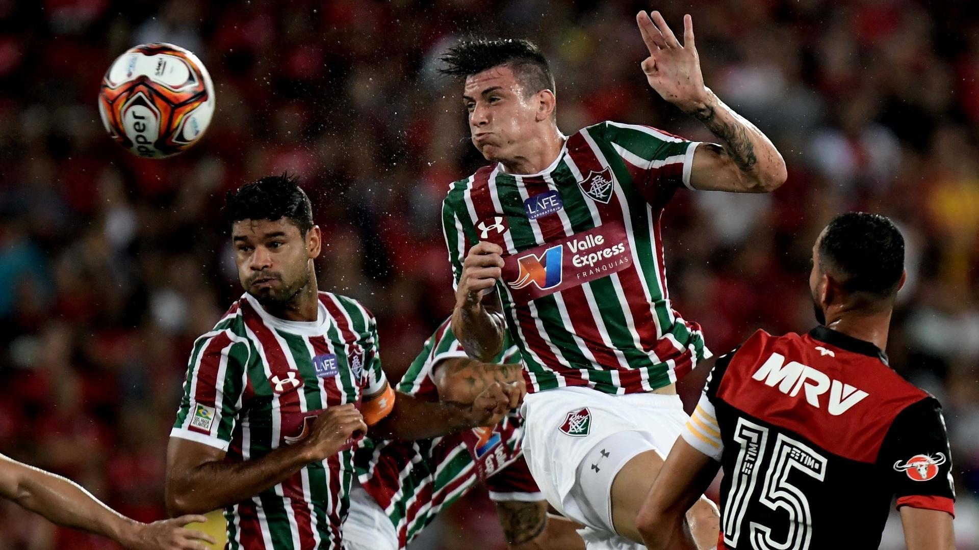 Roger Ibañez cabeceia a bola para o gol na partida Fluminense x Flamengo pela Taça Rio, segundo turno do Campeonato Carioca 2018