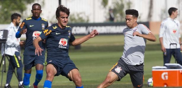 Marquinhos Gabriel em ação no jogo-treino disputado no CT Joaquim Grava