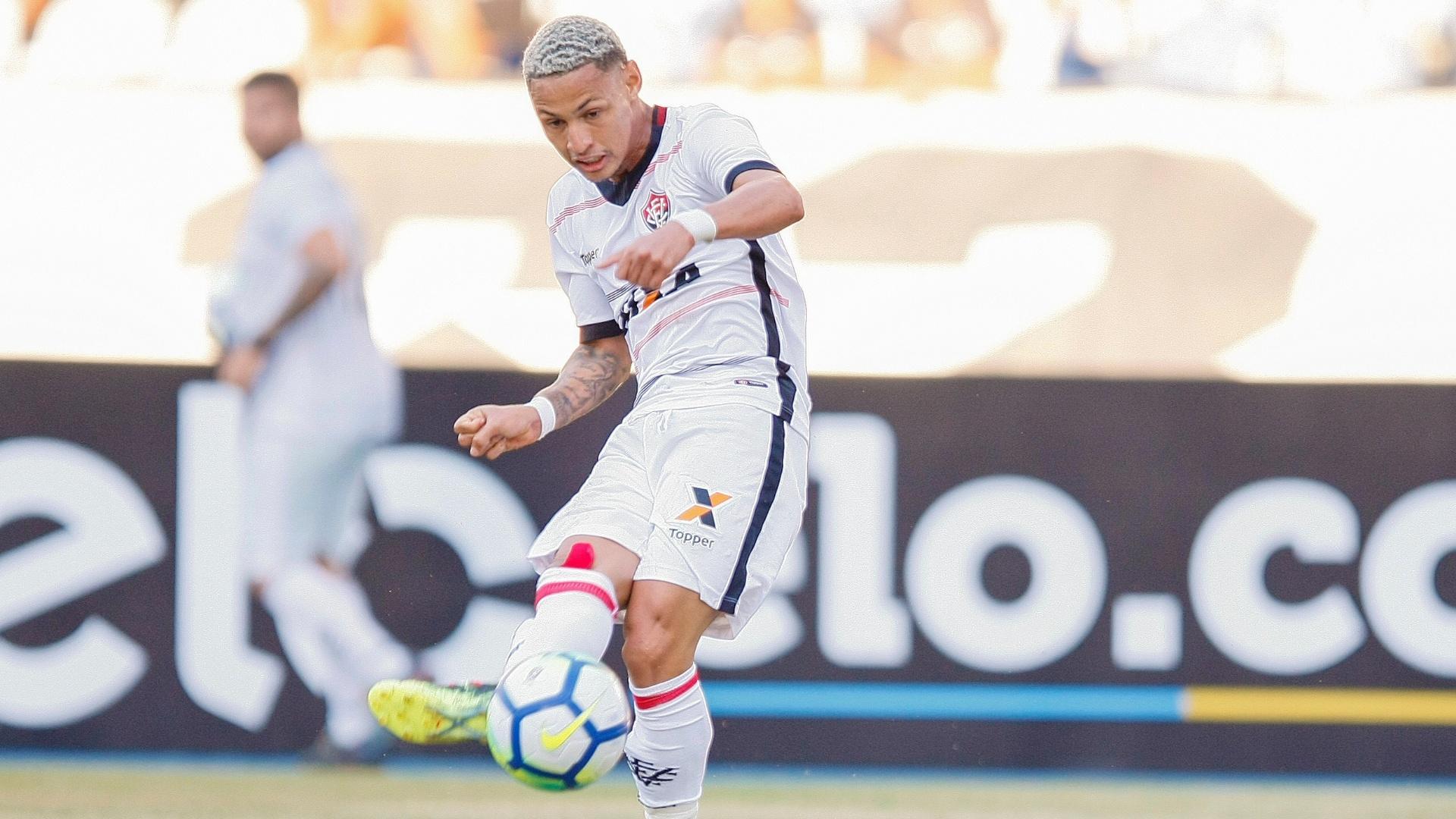 Neílton, durante a partida entre Vitória e Botafogo