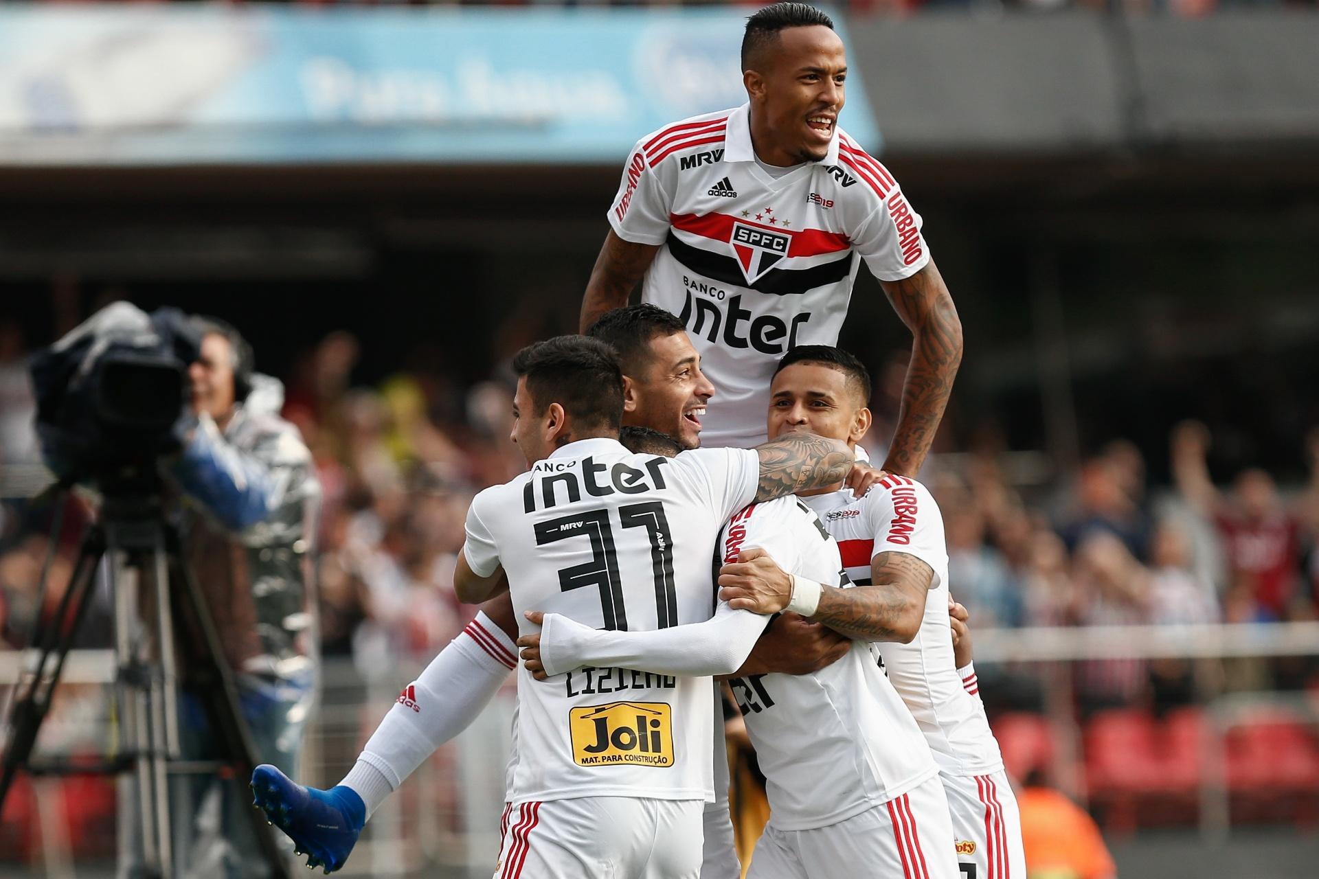 6e5ea44b6c712 São Paulo vence Vasco e vira líder do Brasileiro pela 1ª vez após 3 anos -  05 08 2018 - UOL Esporte