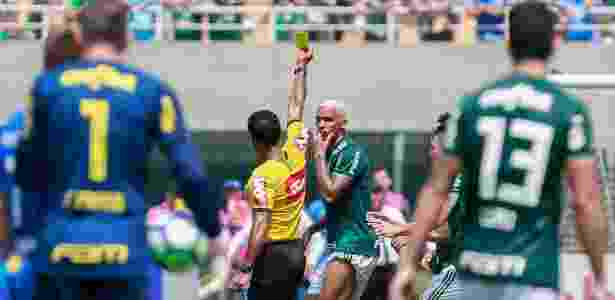 Deyverson abusou das firulas e acabou advertido com cartão amarelo - Marcello Zambrana/AGIF - Marcello Zambrana/AGIF