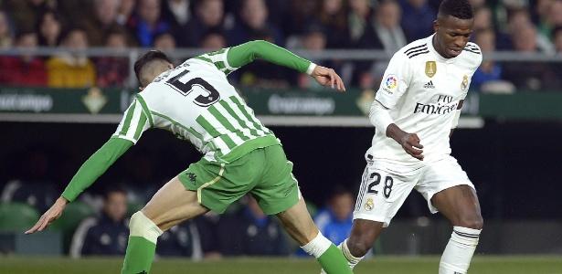Vinicius Junior e Marc Bartra duelam durante Betis x Real Madrid - Cristina Quicler/AFP