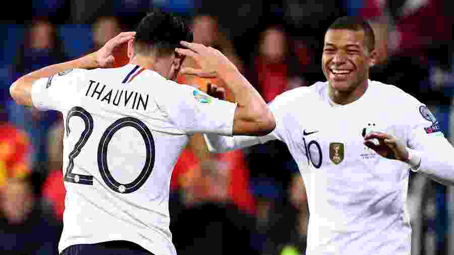 Mbappé comemora gol da França contra Andorra - FRANCK FIFE / AFP