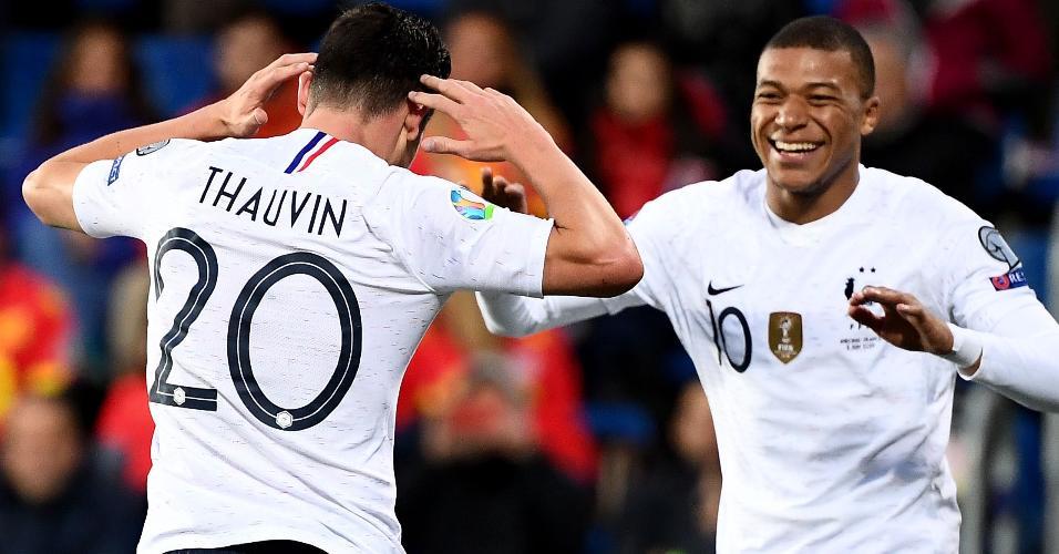 Mbappé comemora gol da França contra Andorra