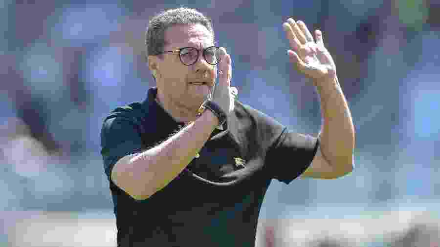 Técnico Vanderlei Luxemburgo optou por deixar o Vasco antes do prazo para o pagamento de salários atrasados - Thiago Ribeiro/AGIF