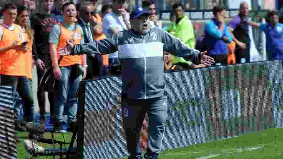 Maradona, durante estreia como técnico do Gimnasia La Plata - Xinhua/Eva Cabrera/TELAM