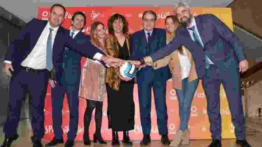 Irene Lozano (centro), ministra do Esporte da Espanha - Reprodução / Twitter