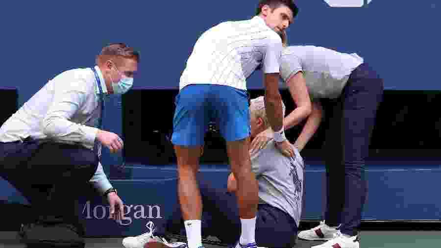 Novak Djokovic acerta bolada em juíza de linha no US Open de 2020 - Getty Images