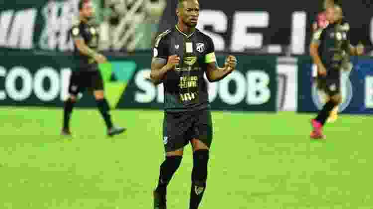 Luiz Otavio comemora gol - Kely Pereira/AGIF - Kely Pereira/AGIF