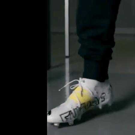 Neymar exibe nova chuteira branca e amarela - Reprodução/Twitter