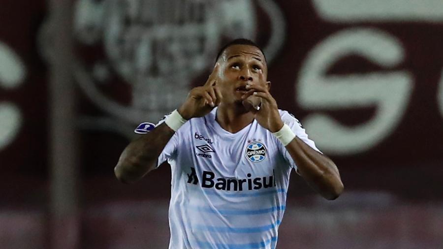 Léo Pereira comemora gol do Grêmio contra o Lanús pela Sul-Americana - Agustin Marcarian - Pool/Getty Images