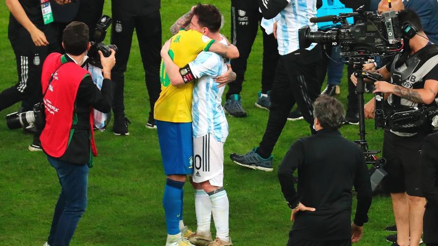 Messi e Neymar se abraçam depois da final da Copa América - Reprodução/Copa América