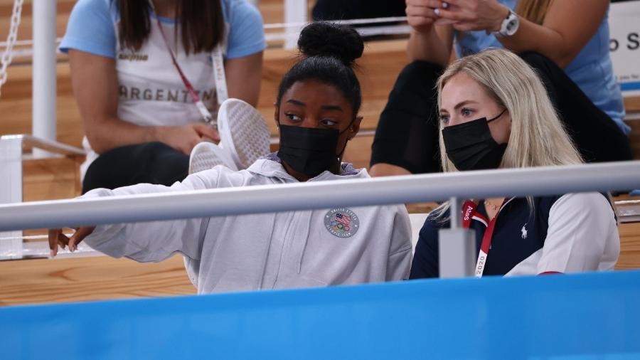 Simone Biles assistindo às finais da ginástica - Lindsey Wasson/Reuters