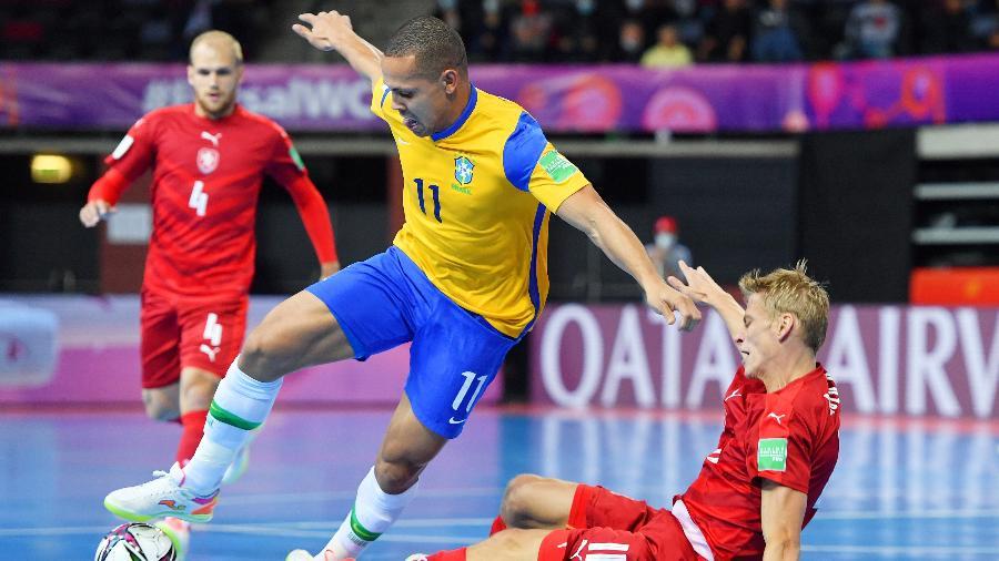 Brasil e República Tcheca se enfrentaram pela Copa do Mundo de Futsal - Chris Ricco - FIFA/ Colaborador/ Getty Images