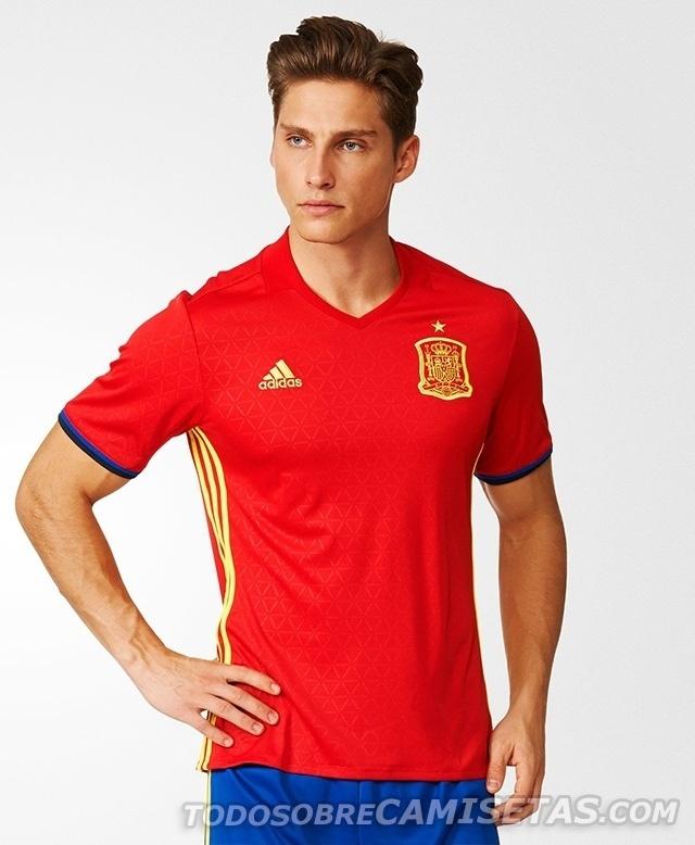 GRUPO D: Espanha (camisa titular, adidas)