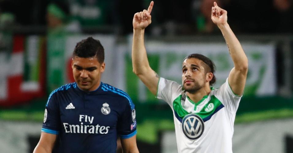 Rodriguez comemora após converter pênalti cometido por Casemiro na partida entre Real Madrid e Wolfsburg pela Liga dos Campeões