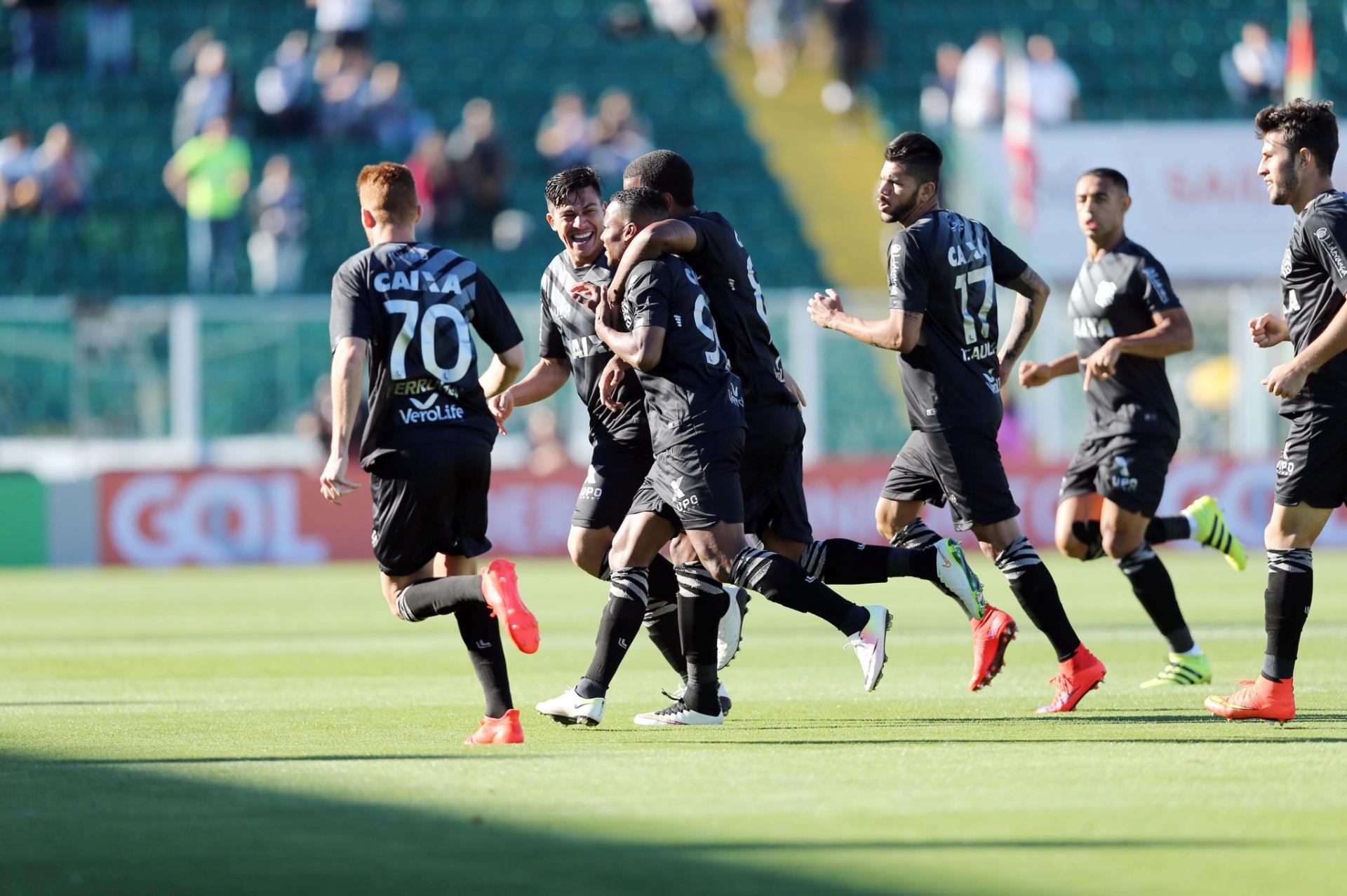 3dc63c3b2287a Figueirense bate Atlético-PR com gol no início e deixa zona de rebaixamento  - 07 09 2016 - UOL Esporte
