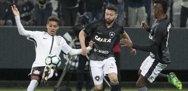 Pedrinho brilhou na partida contra o Botafogo, em Itaquera