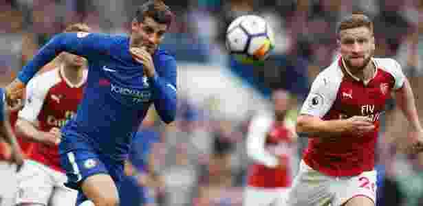 Morata, do Chelsea, disputa bola com Mustafi, do Arsenal - Frank AugsteinAP Photo - Frank AugsteinAP Photo