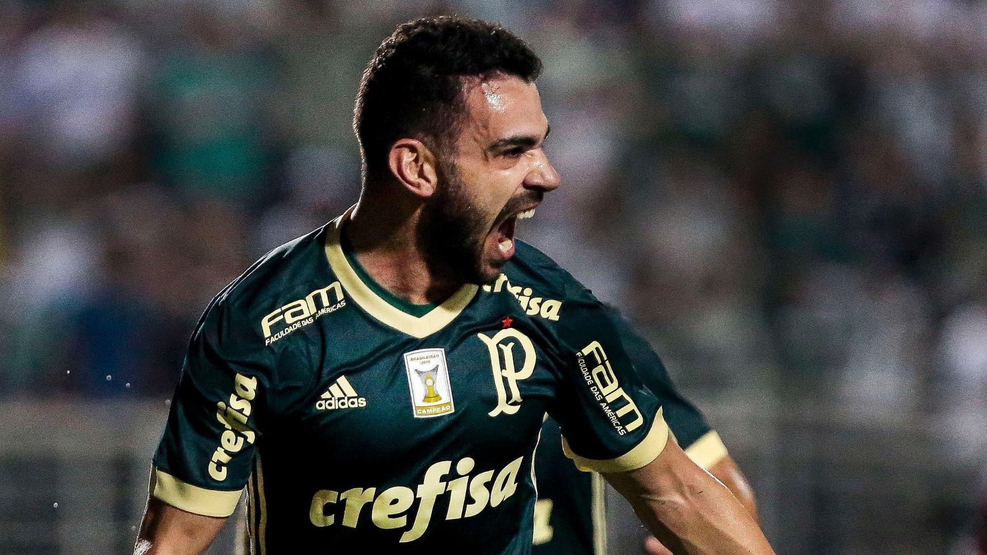 Bruno Henrique amplia para o Palmeiras contra o Bahia, no Pacaembu