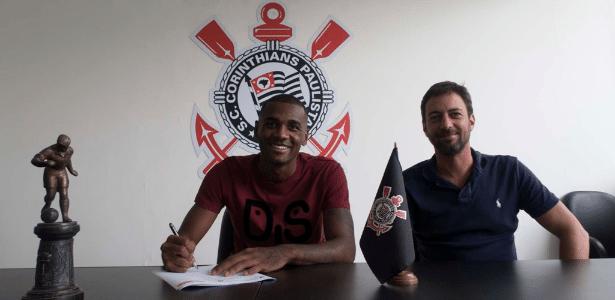 Marllon assinou o contrato com o Corinthians nesta segunda-feira