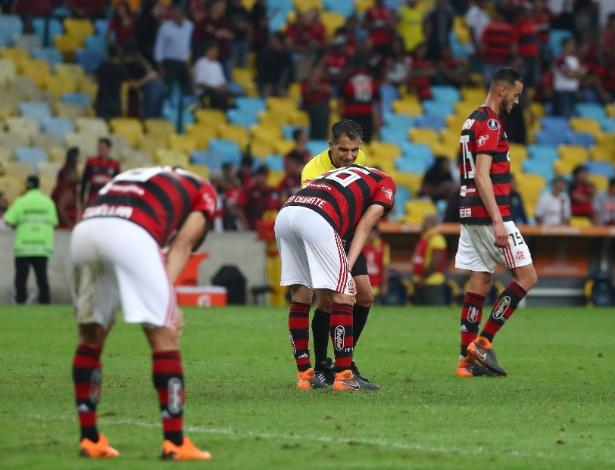 Os jogadores do Flamengo lamentam um dos gols do Cruzeiro na partida de ida - REUTERS/Pilar Olivares