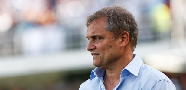 Diego Aguirre terá que tirar um coelho da cartola para resolver o problema nas pontas do time - Marcello Zambrana/AGIF
