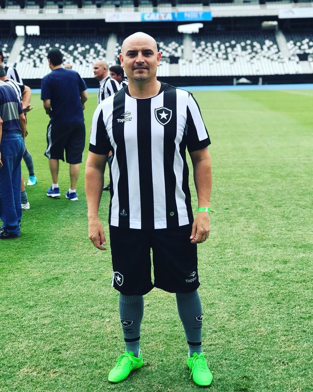 Leandro Ramos Julinho da Van Choque de Cultura  sobrevivendo ao cabeça de  área e232d20808c65
