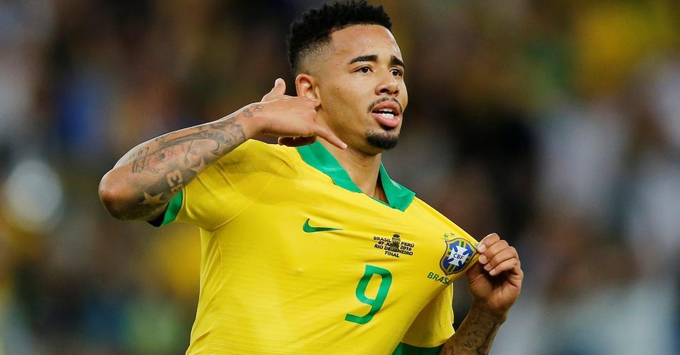 Gabriel Jesus comemora seu gol na final da Copa América