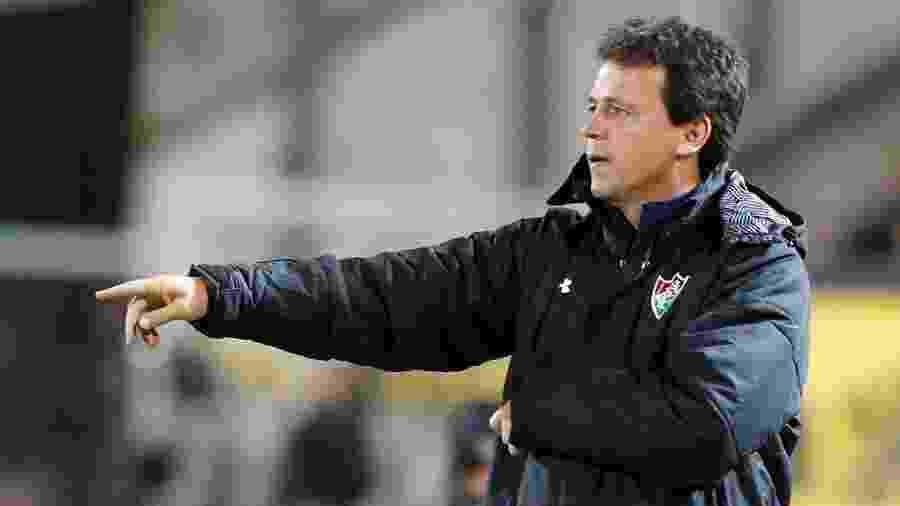 Fernando Diniz, técnico do Fluminense, durante duelo contra o Peñarol - REUTERS/Andres Stapff