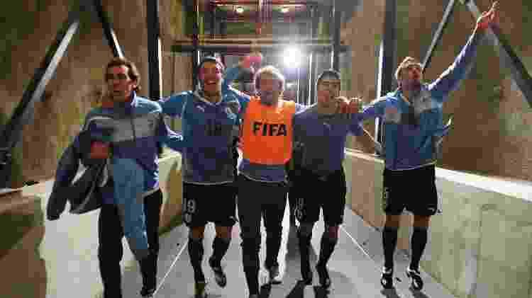 Godin, Scotti, Lugano, Suárez e Eguren comemoram a histórica vitória uruguaia sobre Gana - Shaun Botterill - FIFA/Getty Images - Shaun Botterill - FIFA/Getty Images