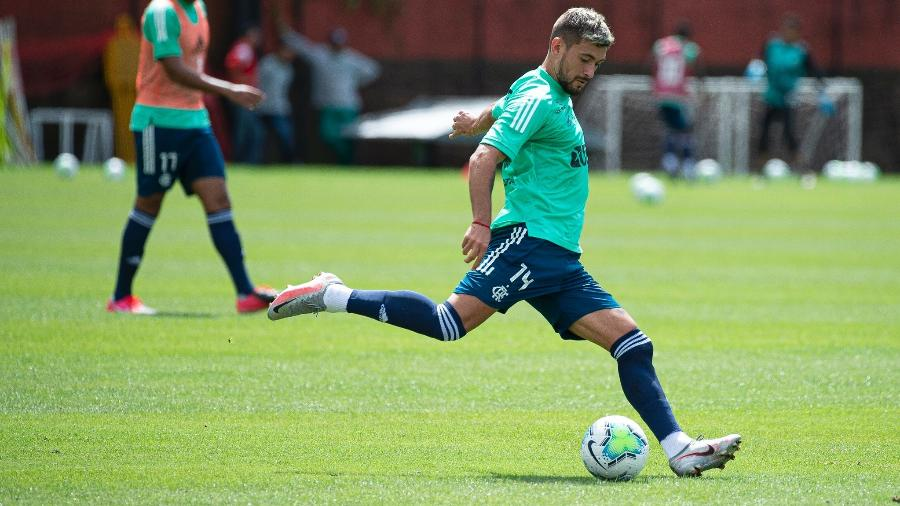 Boletim do Flamengo: time treina de olho em reforço para jogo contra o Inter