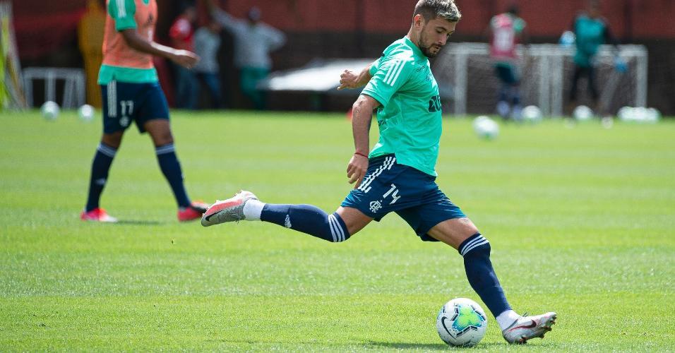 Desfalque no clássico de domingo, Arrascaeta treinou normalmente pelo Flamengo nesta segunda-feira (24)
