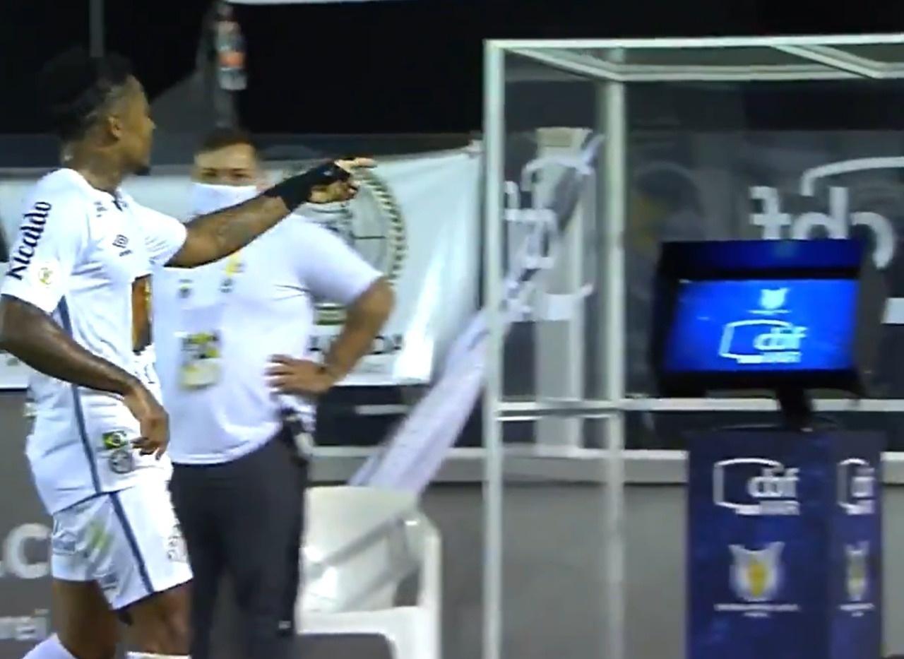 Santos: Marinho tira sarro de VAR após gol do Santos contra o Vasco