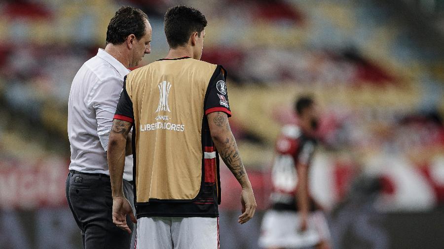 Rogério Ceni conversa com Pedro antes de colocar o atacante em campo pelo Flamengo contra o Racing - André Mourão/Foto FC/UOL