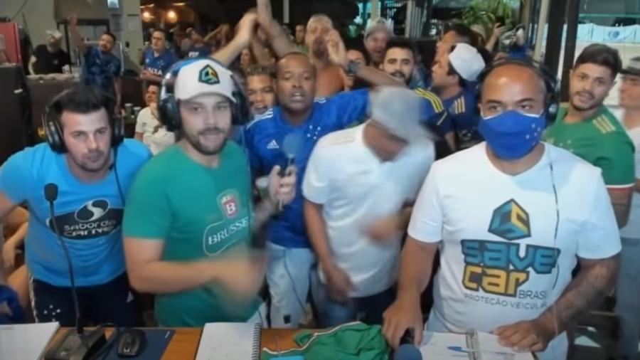 Narrador da Cruzeiro Sports foi surpreendido com o empate do Goiás pouco tempo após a equipe mineira abrir o placar - Reprodução/YouTube