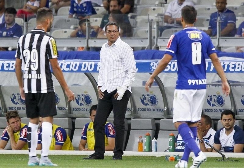 Luxemburgo mudou o time do Cruzeiro, como queria a torcida, mas perdeu outra vez