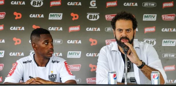 Robinho, atacante do Atlético-MG, e o presidente Daniel Nepomuceno