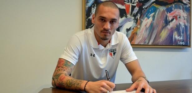 Maicon assinou com o São Paulo nesta semana