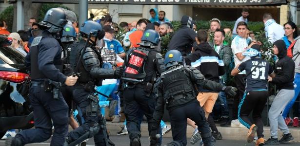 Clima nos arredores do Vélodrome foi tenso - BORIS HORVAT/AFP