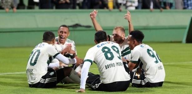 """Jogadores do Coritiba """"deram as cartas"""" contra o Brasil: evolução"""