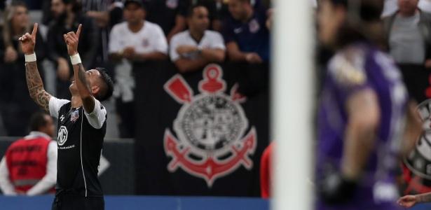 Lucas Barrios marcou o gol que levou o Colo-Colo às quartas de final da Libertadores - REUTERS/Paulo Whitaker