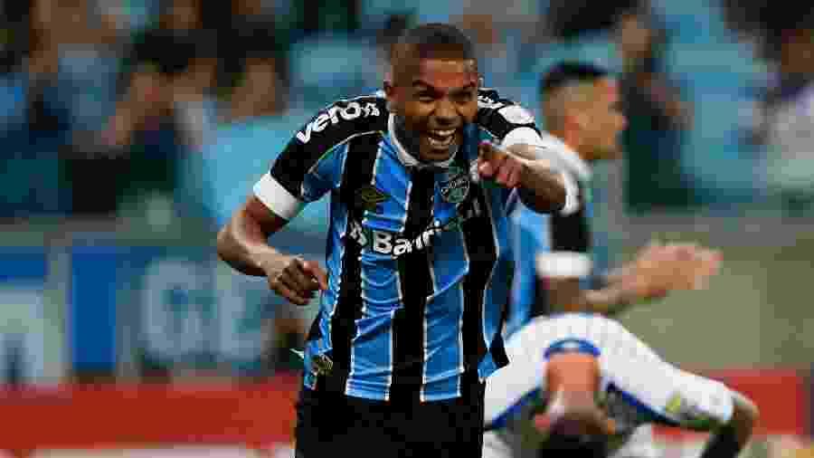 David Braz comemorando gol do Grêmio - Jeferson Guareze/AGIF